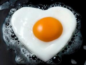 Heart-shaped fried egg